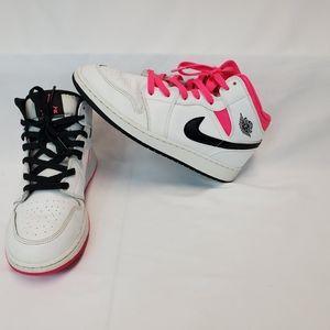 Girls Air Jordan 1 Mid Hyper Pink Mismatch.